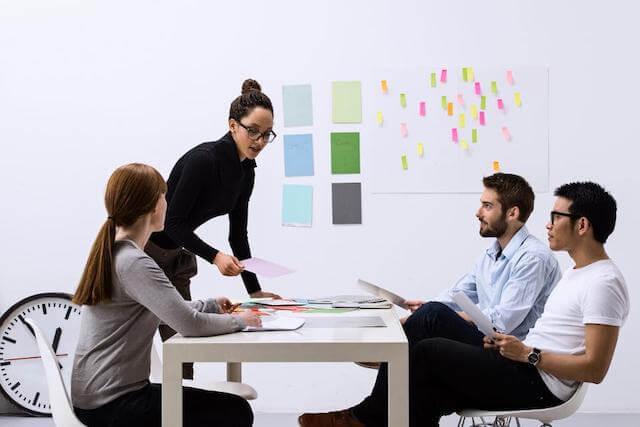 Phòng Marketing thuê ngoài được thực hiện dưới hình thức thuê một đơn vị giàu kinh nghiệm