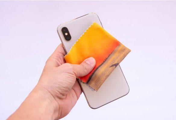 Thường xuyên vệ sinh điện thoại để các nút không bị kẹt bụi bẩn