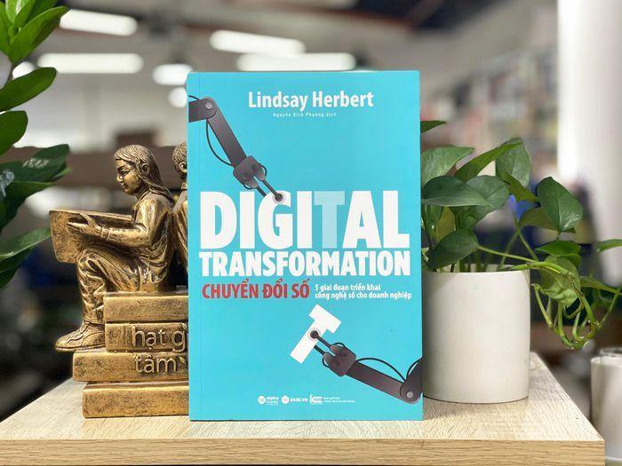 Sách Chuyển đổi số - năm giai đoạn triển khai công nghệ số cho doanh nghiệp.